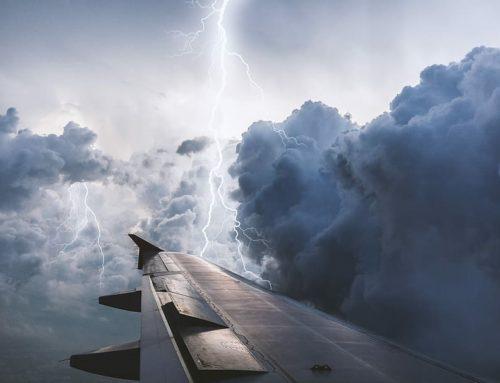 ¿Por qué pueden volar los aviones durante las tormentas?